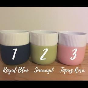 Udgået Royal Cph Contrast krus i farverne: (se billeder)  Royal Blue (2007) Pris 300 kr Smaragd (2007) Pris 300 kr - RESEVERET! Topaz Rosa (2007) Pris 300 kr Ametyst (2007) 250 kr Aquamarin (2007) 300 kr Pink (2010) 225 kr.    Fremstår i flot stand. Brugt meget lidt og kun vasket op i hånden. Der følger ikke æsker med.   Priserne er UDEN forsendelse. Sender gerne på købers regning og ansvar. (med forsikret forsendelse). Pakker forsvarligt ind.   Kan afhentes i Aarhus (alternativt Kbh efter aftale)