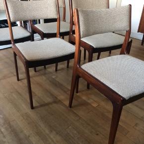 6 Spisebordsstole.   Købt som Johannes andersen stole (?).   Flot stand.   Betrukket med lyst beige stof.   1800kr for alle 6.