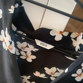 Lækker bluser, kan også bæres med bluse under for varme