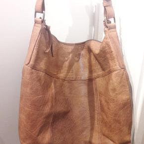 Cognac-farvet læder-shopper Højde: 41 cm Bredde: 36 cm