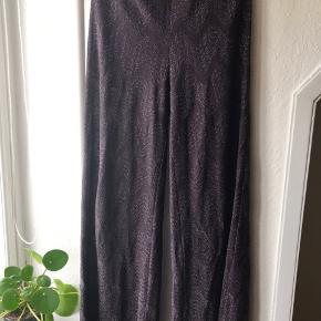Glitter glimmer bukser. mørkelilla bukser med sølvttråd fra M Missoni. De er en it 38, men passer en str S / 36.