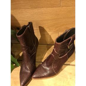 Fede støvler/boots Brugt 1 gang i få timer,ingen brugsspor.