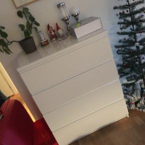 Stor kommode fra IKEA m. Glasplade.