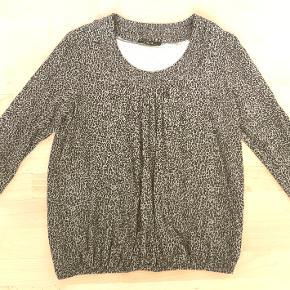 Super flot og meget lækker Mongul bluse i den kendte og populære model i fine farver. Str. L. Brugt meget lidt. Købspris kr. 399,-