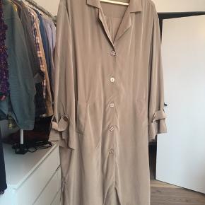 Silke skjorte/ frakke fra Kokoon.