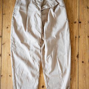 Super fine bukser fra Weekday i størrelse 38. Kun brugt en enkelt gang.
