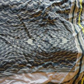 jeg bytter ikke. kan ses i kbh n. tager mobilepay. 100 % silke. nyt bemærk flere farver som på billedet.