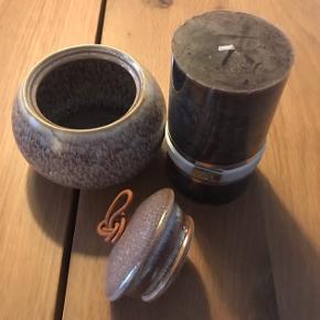 Fin brunt stearinlys fra Lene Bjerre, 75 timers brændetid. Lille krukke i naturfarver. Sælges samlet. Giver gerne mængederanat ;-)