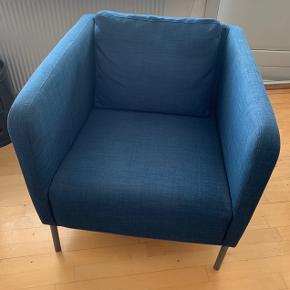IKEA lænestol. Blå. Højde ca. 70 cm, dybde ca. 70 cm, bredde ca. 72 cm. Stolen er i rigtig fin stand. 400 kr.