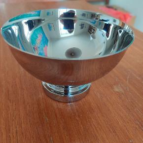 Fin skål fra Georg Jensen. Aldrig brugt.  Manhattan Bowl H: 74mm Ø: 120 mm