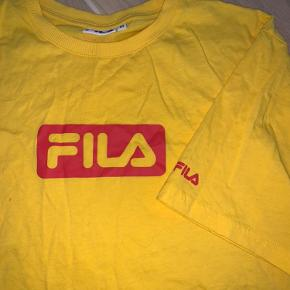 Sælger denne crop Fila t-shirt da jeg ikke får den brugt. Str. m. Skriv for flere billeder eller spørgsmål☀️