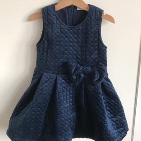 Yndig fløjl/velour kjole Så fin til den lille pige 👗  Mp 50kr Afhentes i 6700