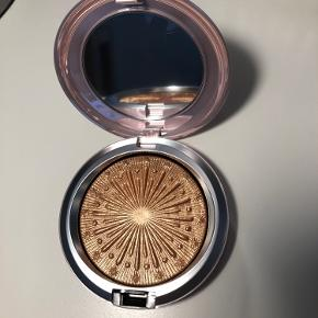 Extra Dimension Skinfinish highlighter fra MAC's nye julekollektion i farven Flare for the Dramatic Aldrig brugt eller swatched
