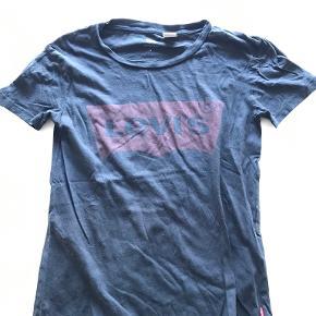 Levi's t-shirt