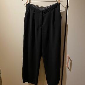 Sorte culottes fra Asos🐧  Kan afhentes på Amagerbro eller sendes med DAO (køber betaler Porto). Byd gerne, mængderabat gives.