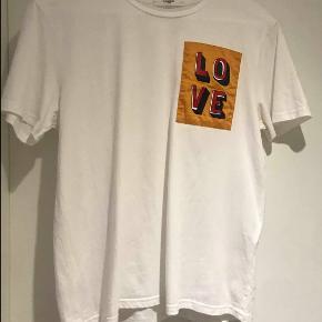 Lovechild 1979 T-shirt, Aldrig brugt. Odense - bytter ikke. Lovechild 1979 T-shirt, Odense. Aldrig brugt, Er måske blevet prøvet på men aldrig brugt. Ren men ikke vasket. Ingen mærker eller skader