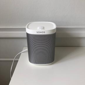Rigtig god højtaler fra Sonos. Den fejler intet og alt medfølger som fra da jeg købte den.