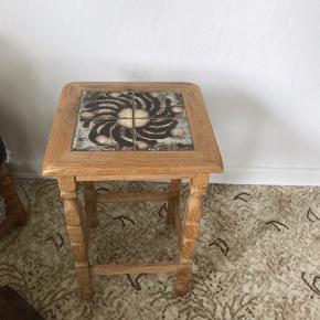 Opsat bord med kakler i pænt stand Fra røgfrit hjem Kan hentes Esbjerg 6700
