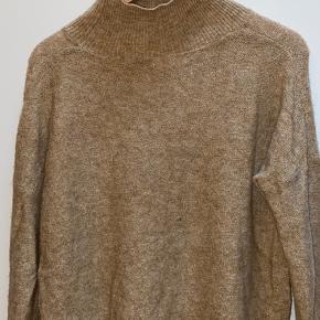 Sælger min fine sweater fra Moss copenhagen, da jeg ikke får brugt den nok.  Størrelse: s/m  Np 399 BYD gerne.