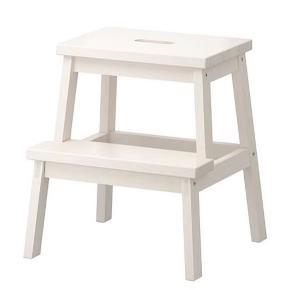 Sælger to borde, til 170kr. Og et for 100kr.  Jeg har brugt dem som sengeborde, de er super smarte!  Og der er plads til meget.  Man kan selvfølgelig også bruge dem som taburet eller andet.