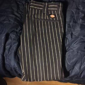 Sælger de her Dickies bukser for min kæreste i str 30x30   De er super swke