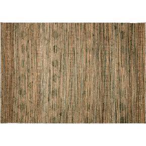 Flot og naturfarvet gulvtæppe fra Ilva 170 x 240 cm Få slidmærker og prisen er rettet derefter
