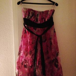 Monsoon kjole str 40, passer s og m. 100 kr