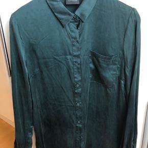 Smuk skjorte i ren silke.