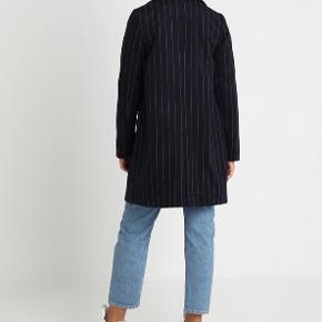 Fin jakke fra Even&Odd Nypris: 550 Farve: Navy Pris: 300 (kan afhentes i Vanløse eller sendes på købers regning)  Tjek mine andre annoncer ud🛍  Er kun brugt en enkelt gang
