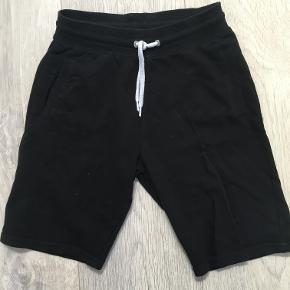 Sorte shorts, næsten ikke brugt Størrelse 11-12 år
