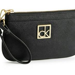 Rigtig fin sort læder clutch/wristlet. Aldrig brugt derfor så god som nu. Måler 18×11 cm. Byd 😊