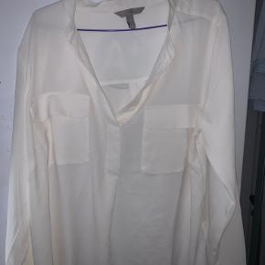 H&M Skjorte str. 44 Brugt 1 gang   Ikke ryger hjem.  Vaskes før send.