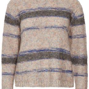 Stylenavn: Berris Knit Pullover Brand: Denim Hunter Stylenr.: 10702175  Beskrivelse:  Skøn strik fra Denim Hunter i flotte, neutrale farver med lækre detaljer. Perfekt til de køligere dage. Med den runde hals, er denne pullover perfekt over f.eks. en skjorte, med et par jeans.  Pasform: Løs pasform Materiale: 60% Bomuld, 28% Akryl, 8% Polyester, 4% Uld Vask: Håndvask