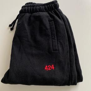 424 bukser