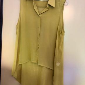 Gul, gennemsigtig skjorte uden ærmer 💛 Er i rigtig god stand ✨ Størrelse: M 📏 Original pris: ca. 200 kr. 💰 Nu: 60 kr. 👌🏻 . #karolinesklædeskab
