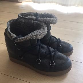 De skønneste varme støvler fra Isabel Marant. De er brugt men har stadig mange god år tilbage!  Nypris var omkring de 4500-5000kr og mp er umiddelbart 1100kr - men BYD gerne!🥰