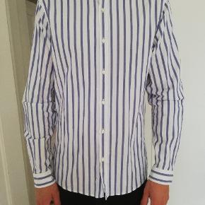 Flot skjorte fra Zara med kinakrave (købt i Napoli). Brugt 2 gange