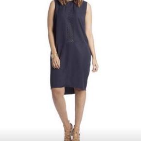 Smuk kjole fra carmakoma str xl - farven er mørkeblå -