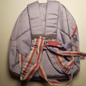 Rygsæk og gymnastikpose med klokkeblomst. Sælges samlet Som sæt