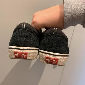 De ser mere slidte ud end de er, da de bare har stået uden at blive brugt. Skal nok vaske dem inden jeg sender :) Pris 290 kr