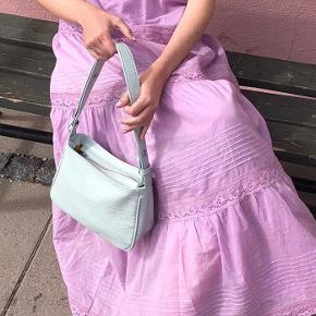 Fineste Unlimit taske i den sødeste farve. Fremstår som ny! Kom med et bud