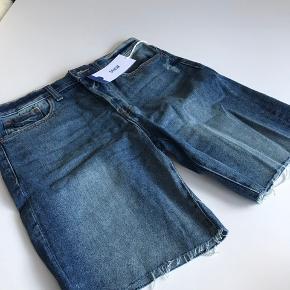 Demin shorts str. 28 aldrig brugt