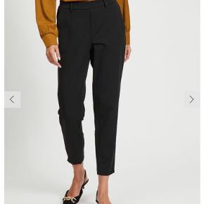 Helt nye bukser fra Object. Desværre købt for store, så de er prøvet på, men ellers ubrugte.   Str.42 (lidt små i størrelse). Loose fit.