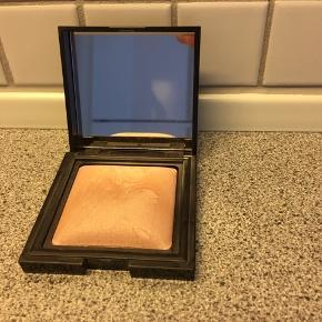 Candleglow Sheer Perfection Powder i farve 1. Den er brugt 3 gange.