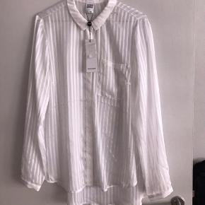 Hvid mesh skjorte, aldrig brugt, nypris 250kr