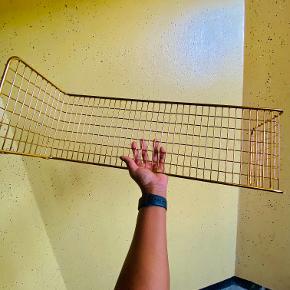 2 stk SVENSHULT Væghylde, guldfarvet 60x20 cm  brugt et par gang
