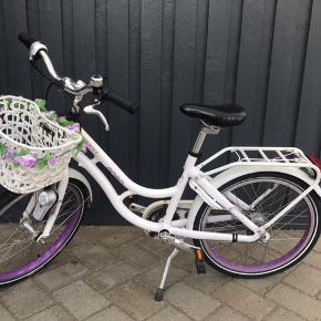 "Fin Kildemoes cykel 20"", har lidt rust. 7 gear med lygter."
