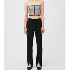 Fedeste bukser fra weekday, som aldrig har været brugt!  Skriv endelig for spørgsmål og eller BYD!💛