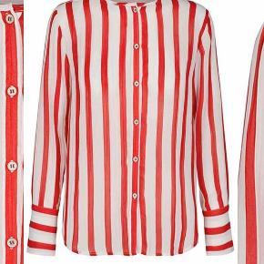 Lækker skjorte fra co'couture i størrelse small ☺️ perfekt til julefrokosten 🎅🏼  Nypris: 600 kr.
