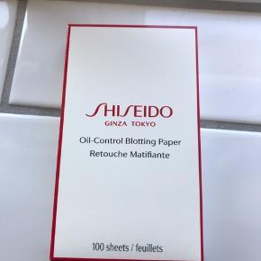 Shiseido Oil-blotting paper, Retouche Matifiante, 100 sheets.  Helt ny - aldrig brugt og uåbnet. Ny pris ved Matas kr. 194,95.   Pris er inkl. Porto sendt med Postnord. (10kr).